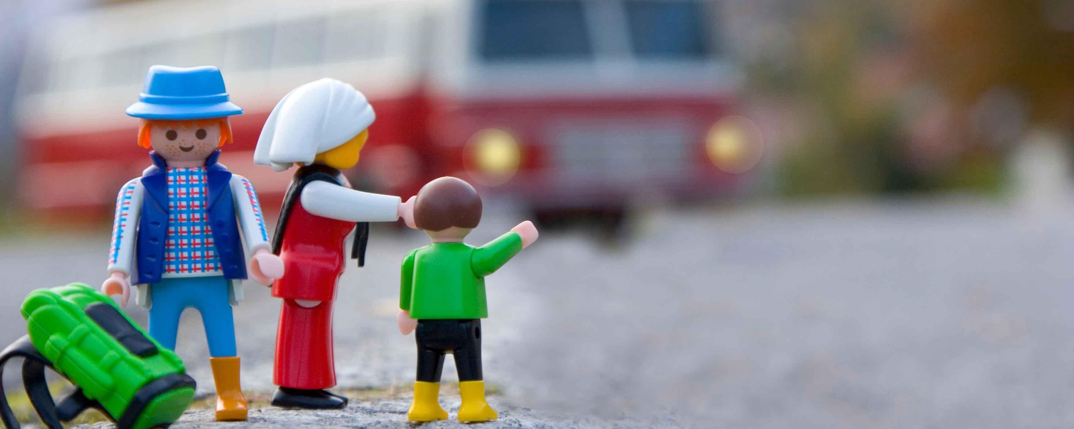 famiglia Playmobil che fa autostop