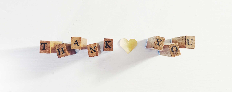 cubi con lettere che compongono scritta thank you